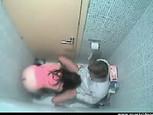 Caméra voyeur dans les toilettes !