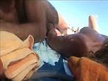 Video d'une branlette sur une plage nudiste