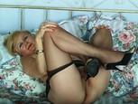 Mamie vicieuse se montre nue en lingerie sexy