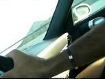 Sucer la verge de son homme dans la voiture
