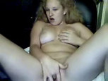 Je me masturbe devant ma webcam