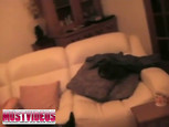 Deux briscards niquent une grosse sur le canapé