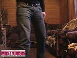 Jeune briscard filme et nique sa gonzesse sur le canapé
