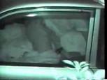 Caméra nocturne avec un couple filmé dans sa voiture à son insu