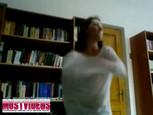 Une vidéo coquine très risquée à la bibliothèque