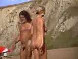 Voyeur à la plage : elle se douche toute nue