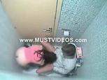 Caméra cachée dans les toilettes ???